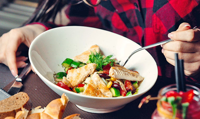 Treat Your Tastebuds with this Chicken Satay Salad Recipe